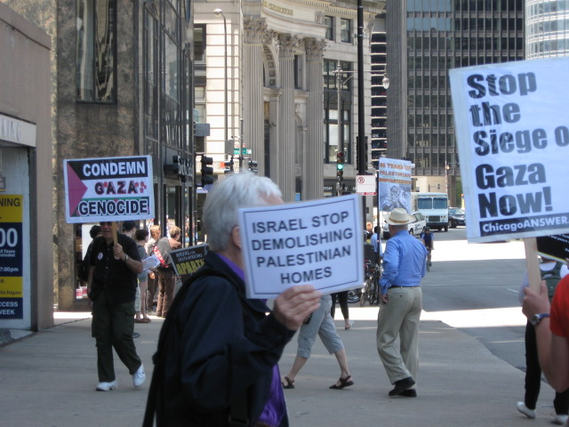 Chicago activists picket Israeli consulate as part of
