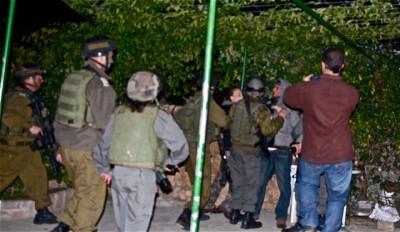Bil'in night raid