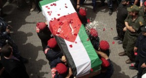 Palestinians carry the body of Vittorio Arrigoni. Photo: Independent.