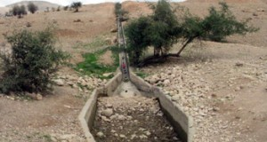 The dry 'Ein Uja spring. Photo: Eyal Hareuveni, B'Tselem, 23 March 2011.