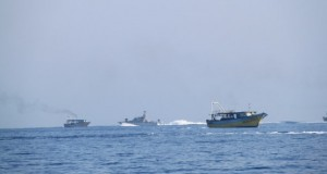 Israeli occupation navy forces harassing fishermen (Photo: Lydia de Leeuw, A Second Glance) - Click here for more images