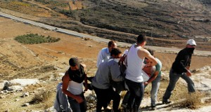 Nabi Saleh tends to its injured - Click here for more images