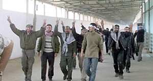 Released prisoners make their way into Gaza