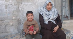 Sabri with his mother Nujoud Al Ashqar (Photo: Palestinian Centre for Human Rights)