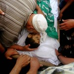 Muhammed al-Dam grieves over the body of his son, Mamoun, who was killed on Wednesday from an Israeli airstrike. (Ashraf Amra / APA images)