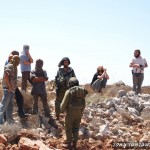 Settlers together with Israeli soldiars in Qusra. Picture from Tantawi Aljiniral
