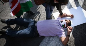 Settlers hit activists at peaceful roadblock protests in the West Bank