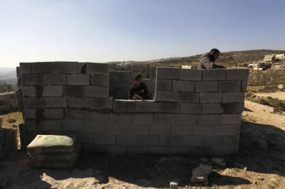 Palestinian residents of Bab al-Karama build the mosque (Photo: REUTERS/Ammar Awad)