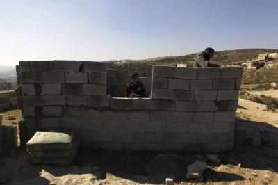 Palestinian residents of Bab al-Karama build the mosque (Photo: REUTERS/Ammar Awad)