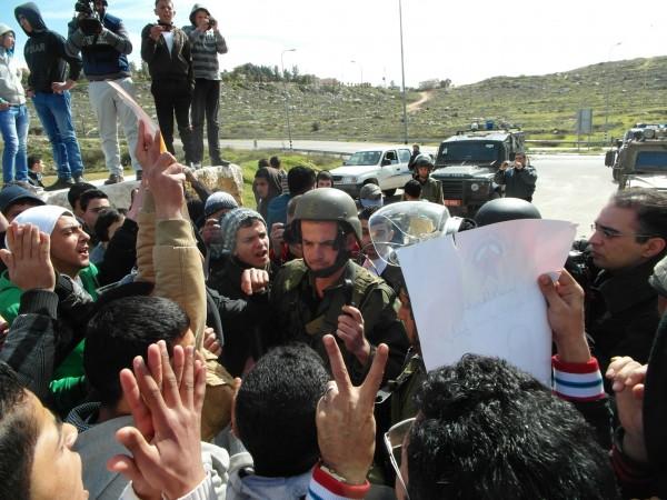 Soldier fails to arrest demonstrator