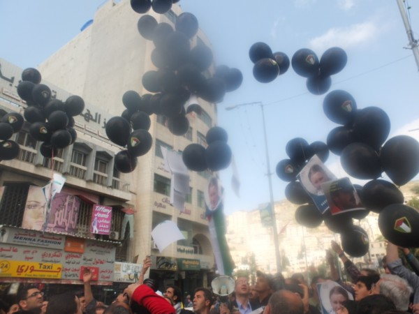 Balloons carrying pictures of Rachel Corrie, Tom Hunrdnall, Vittorio Arrigoni and Arafat Jaradat are released into the sky in Nablus city centre