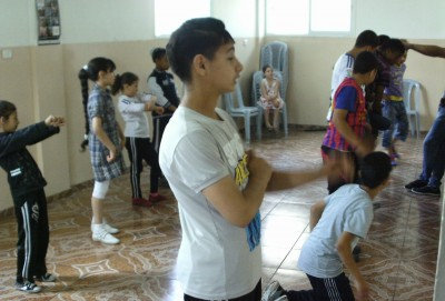 Children participate in a dakbah class in the Keffiyeh Communtiy Centre