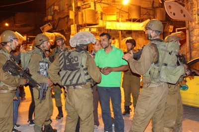 Israeli army night raid (Photo by ISM)