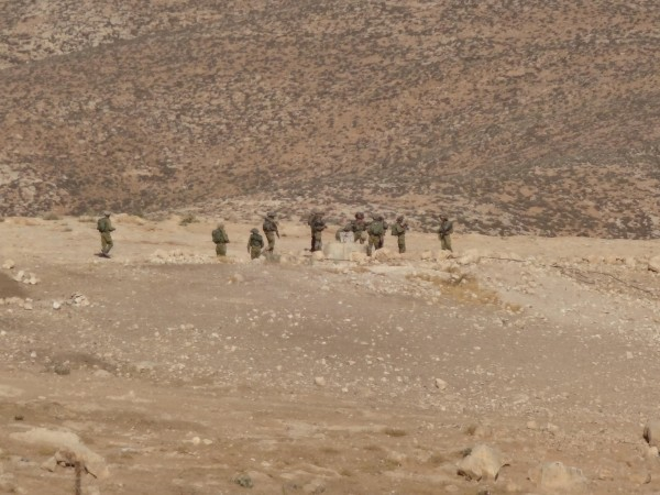 Soldiers near Al-Fakheit primary school (Photo by ISM)