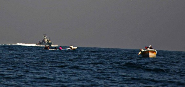 Israeli military harassing Palestinian fishermen (Photo by Rosa Schiano/Civil Peace Service Gaza)