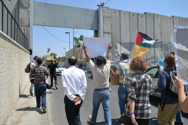 Activists head for Jerusalem, aiming to walk through the Apartheid Wall checkpoint