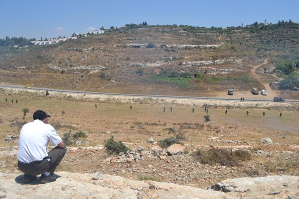 Twenty soldiers guarding the spring stolen by illegal settlers of Halamish