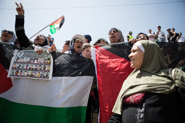 Global March to Jerusalem participants called for solidarity with political prisoners, an end to the occupation and for national unity. (Dylan Collins)