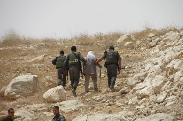 Israeli border police officers carrying away Suleiman Aid (Photo by Operation Dove)