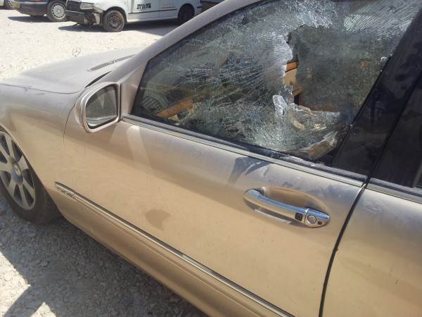 Israeli soldiers broke several window cars and took the keys (Photo by ISM)