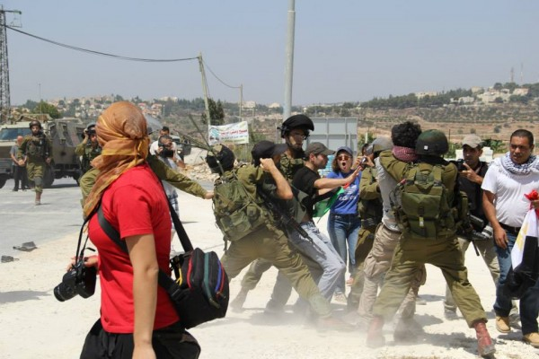 Soldiers violently strangling and arresting protesters (Photo by South West Bank Popular Committee)