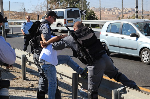 Protester being arrested by Police special unit at Hizma demonstration (Photo by ISM)
