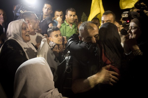 Welcoming released prisoners on 14th August 2013 in Ramallah (Photo by Activestills)