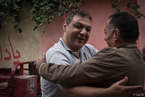 Ahmad Saed Mohammad al-Damouni greets a supporter. (Photo by Gal·la López)