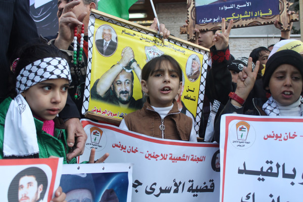 Children rally for Palestinian detainees in Gaza. (Photo by Joe Catron)