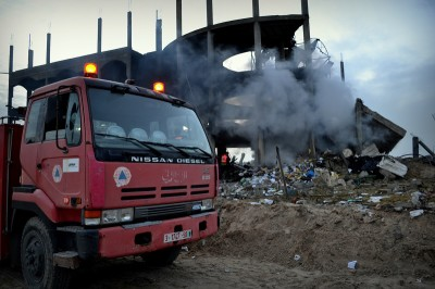 A Civil Defense truck sits outside the site of an Israeli airstrike on 31 January. (Photo by Rosa Schiano)
