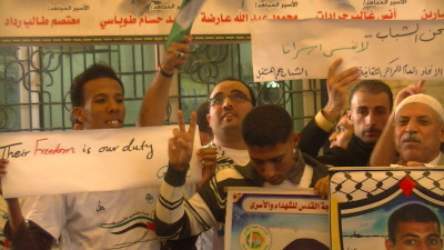 Palestinians hold a vigil to support prisoners in Israeli jails at the offices of the International Committee of the Red Cross in Gaza City – Photo taken by Corporate Watch in November 2013