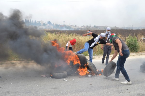 Palestinian youth attempted to build tire barricades but were soon ambushed by Israeli soldiers. Jeeps and armored vehicles drove at high speed from behind and surrounded some protesters, at that point one youth (20 years old) was arrested (photo by ISM).