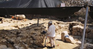 Settler archaeologists (photo by IWPS).