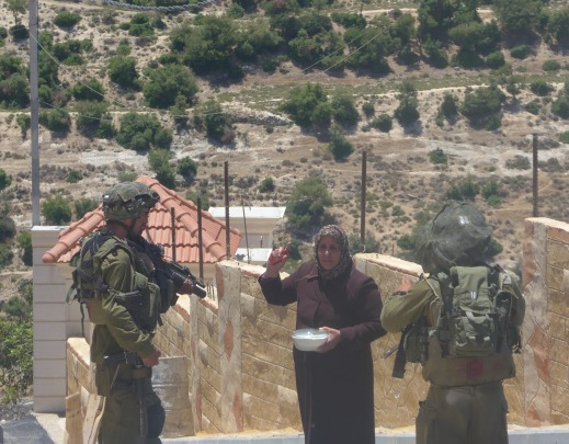 A friend of the family tries to bring food, the soldiers refuse to let her pass (photo by ISM).