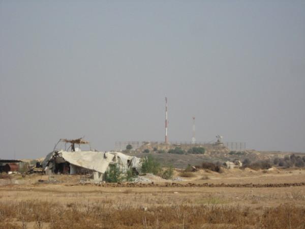 Damaged building in the Beit Hanoun buffer zone, occupied Gaza Strip. Photo by Corporate Watch, November 2013