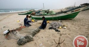 Palestinian fishermen work on Jan. 24, 2009 near the border with Egypt (AFP/File, Said Khatib)