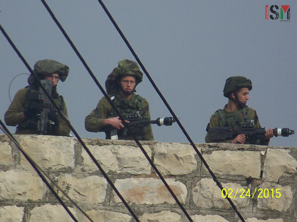 soldiers on rooff