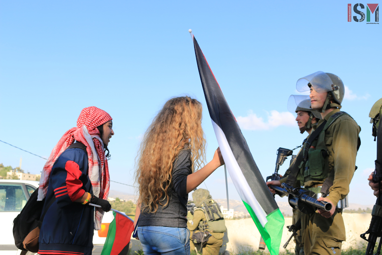 International activists confronts soldiers (photo by ISM)