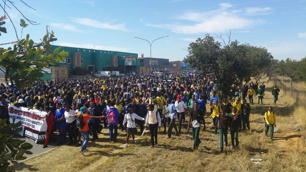 Thousand protest against Woolworth in South Africa
