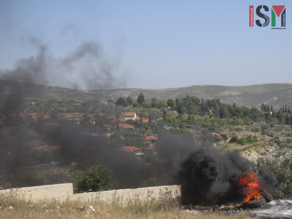The fire's smoke heading towards the illegal settlement