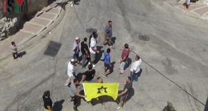 The extremists proudly held the infamous yellow flag of Kahane group