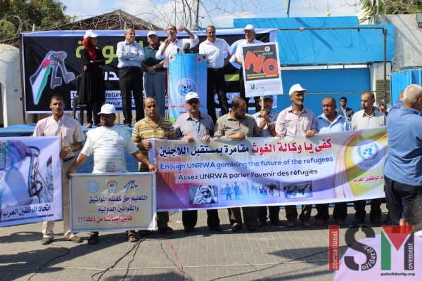 Demonstration in Gaza against the Agency Commissioner-General\s decision on less teachers and mre children in each class.