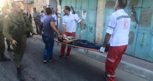 Palestinina man getting carried to ambulance