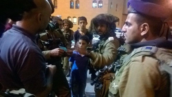 Israeli soldiers arresting Marwan Photo credit: Youth against Settlement