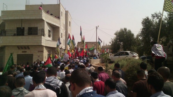 Palestinians marched towards the family grave. Photo credit ISM