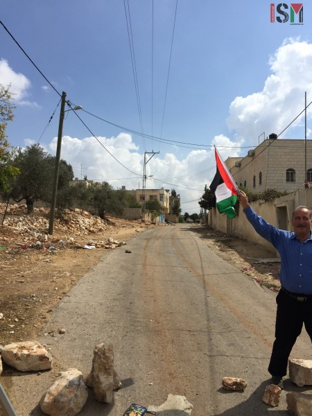 Moayad Shtaiwi waving the Palestinian flag