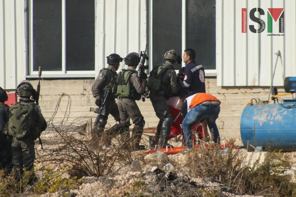 Medics assaulted by Israeli forces while attempting to administer aid (Photo credit: Mohannad Darabee, ISM)