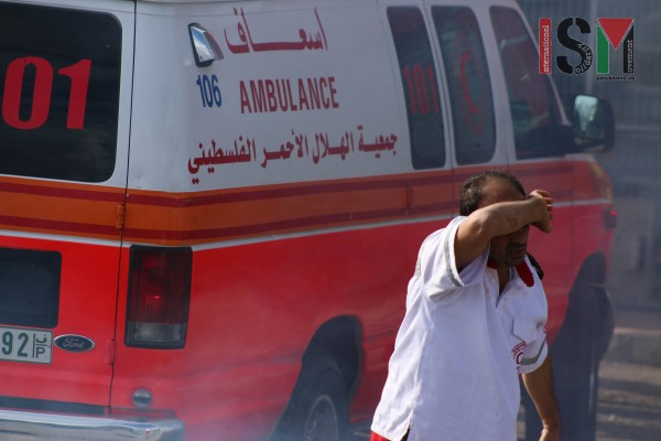 Medics attempting to administer aid amid excessive teargas (Photo credit: Mohannad Darabee, ISM)