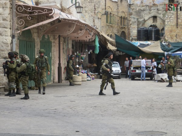 Israeli forces blocking the main Palestinian market