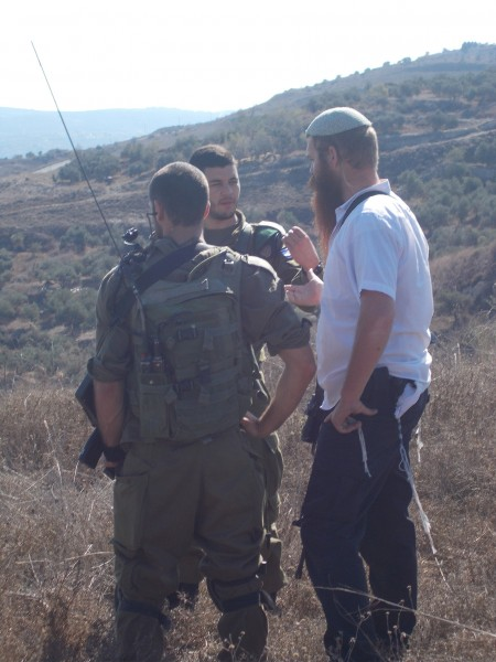 Israeli army and guard from illegal settlement of Yizthar come to farmers' land to stop them from work